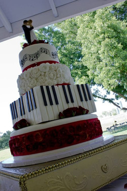 music themed wedding cake.jpg