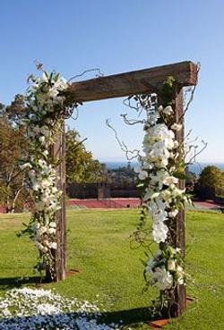rustic minimalistic weding altar 2.jpg