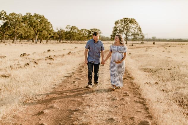 Shelby and Joshua Maternity (217).jpg