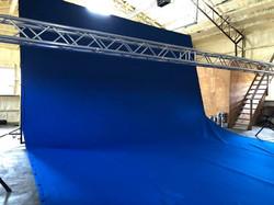 20 X 30 blue screen on 24ft truss