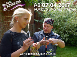 Diskussion_am_Set_mit_Tina_Felber_und_Asterx_Docfire_Timebreakers_Copyright_Fun_and_Joy_Media_Foto_P