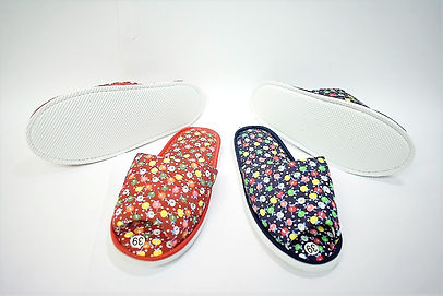 Flower decorated bedroom slippers for the modern Singaporean women. These slippers are well received by Singaporean women of all ages, especially the elderly. They are suitable to be worn at home. Scale Footwear Enterprise Pte Ltd is the importer, supplier, wholesaler and exporter of these bedroom slippers in Singapore.