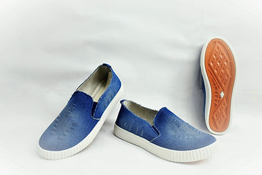 Stylish and comfortable canvas shoes for the modern Singapore women. These canvas shoes are well liked by Singaporean women from all ages. Scale Footwear Enterprise Pte Ltd is the importer, supplier, wholesaler and exporter of these canvas shoes in Singapore.