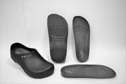 Such chef clogs are more comfortable and more durable than crocs chef clogs. Kitchen Clog, Chef Shoes, Non Slip Kitchen Shoes. Comfortable and Anti-slipe  Kitchen Shoes. Scale Footwear EnterprisPte Ltd is the sole supplier, distributor and exporter of the shoes in Singapore. The Kitchen Safety Shoes have a layer of comfortable insole to ensure that the kitchen safety shoe is highly comfortable for wear.