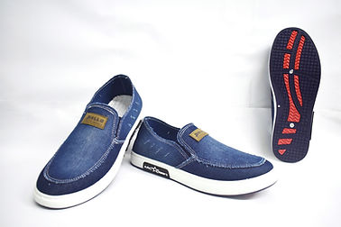 Stylish and comfortable canvas shoes for the modern Singapore women. These canvas shoes are well liked by Singaporean men of all ages. Scale Footwear Enterprise Pte Ltd is the importer, supplier, wholesaler and exporter of these canvas shoes in Singapore.