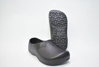 Chef Shoes that are non slip and worn in kitchen. Kitchen Clogs that are more durable than crocs kitchen clogs.