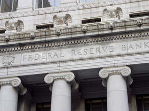 Fed, Dimming Its Economic Outlook, Predicts No Rate Increases This Year