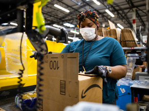 Black Friday Foot Traffic Drops, Amazon Gives Hundreds of Millions in Bonuses