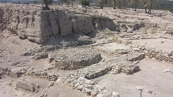 tour-guide-israel-unesco-megiddo.jpg