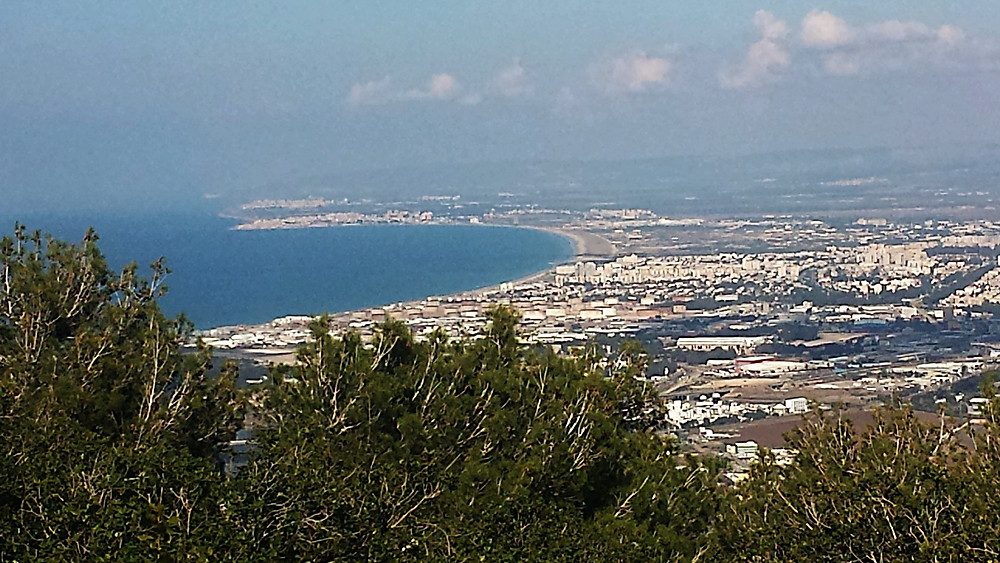 La baie vue du Carmel avec Acre en face (Albert Tour Guide Israel)