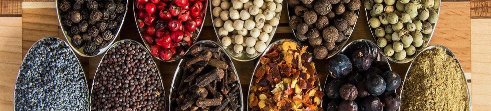 condimentos secos em potes de inox pimenta
