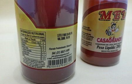Tabela e informação nutricional em garrafas do Mel Casagrande