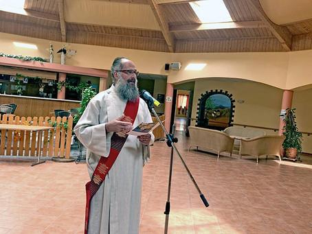 Diakon Müller zelebriert Gottesdienst