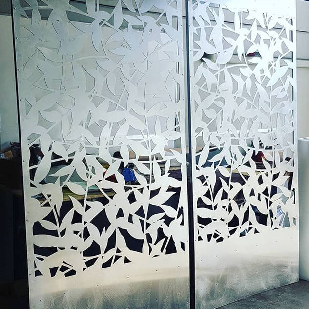 Vine patterned Privacy screens traced fr