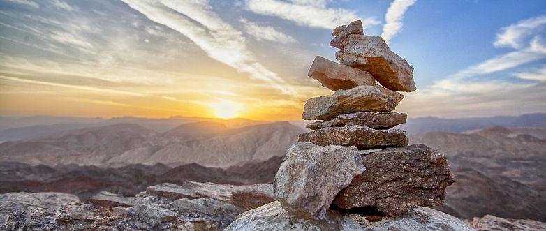 Steine in der untergehenden Sonne