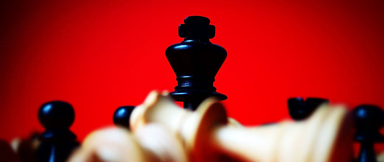 Schachfigren fallen