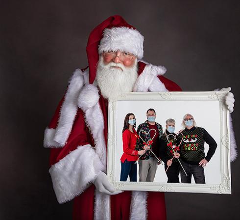 santa w teryn family in frame 10.jpg