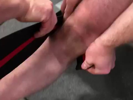 Knee Wraps - Paul wrapping James