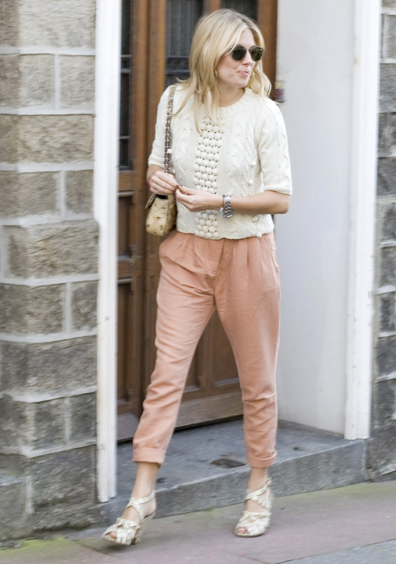 9. Sienna Miller looks effortlessly cool
