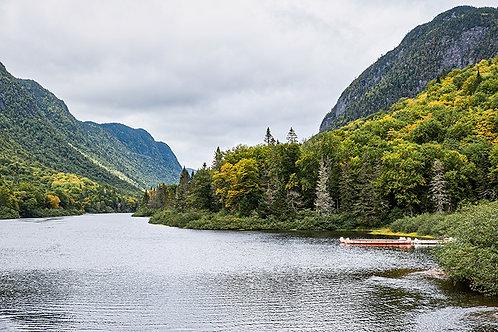 Les canots sur le lac