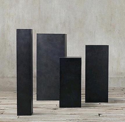 Аренда декора черные колонны подиумы