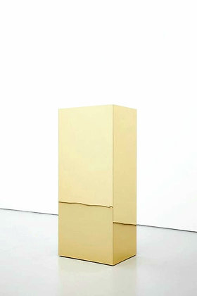 золотые кубы золотые подиумы колонна золотая зеркальная колонна золотой пьедьестал золотой куб