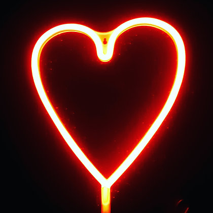Неоновая вывеска сердце красное