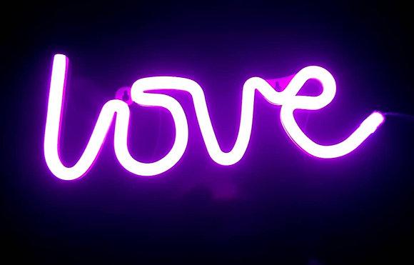 Неоновая надпись love