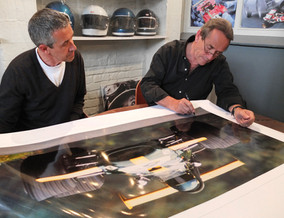 Jacky Ickx signing the exclusive Fine Art photograph « Ringmeister »