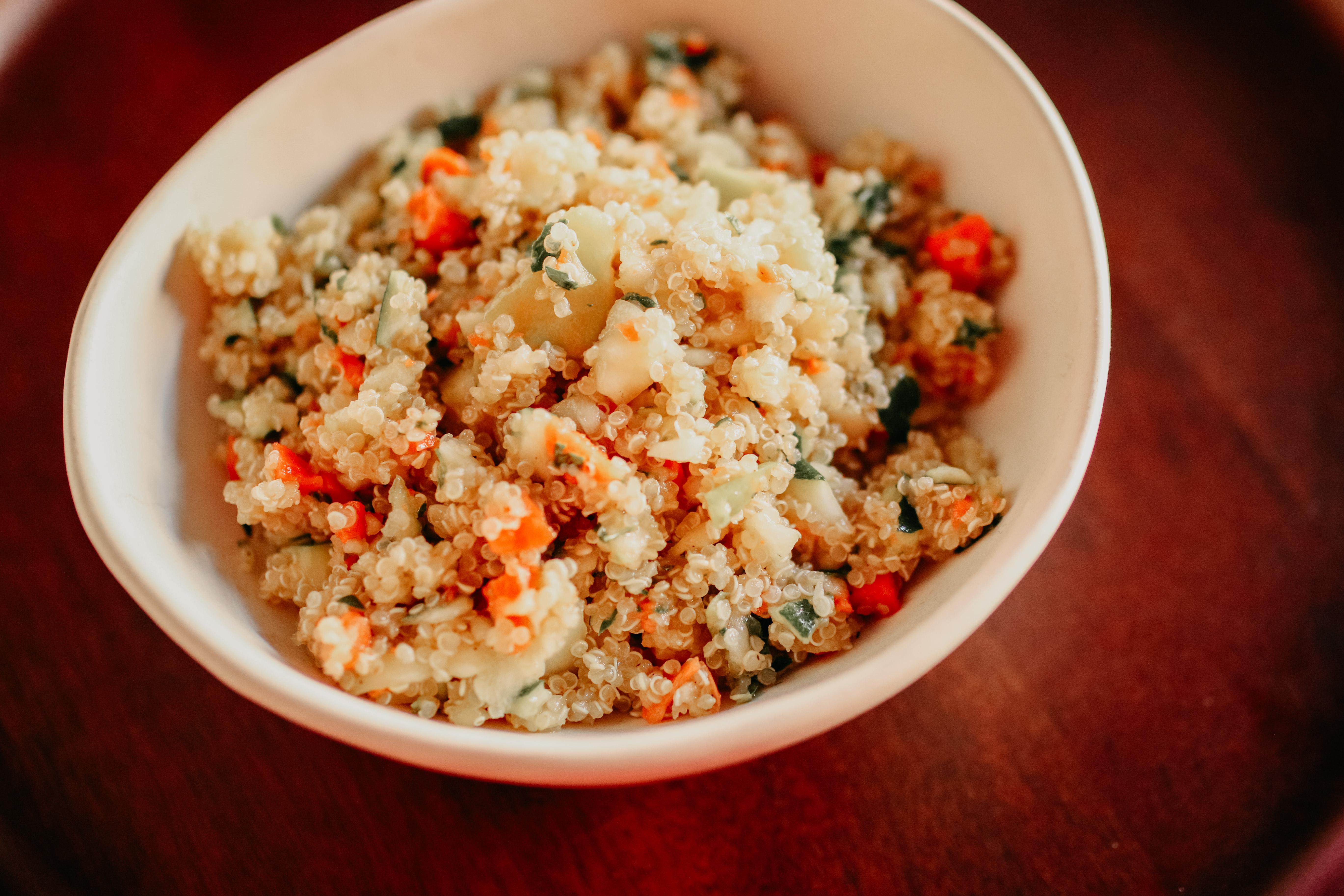 Ensalada de quinoa con zanahoria y calabacín