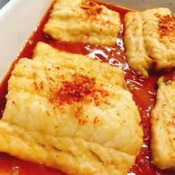 Bacalao con tomate y cebolla caramelizada