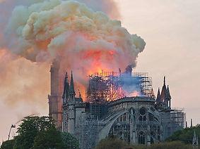 Notre-Dame_en_feu,_20h06 (1).jpg