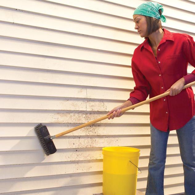 Как помыть сайдинг щеткой.jpg