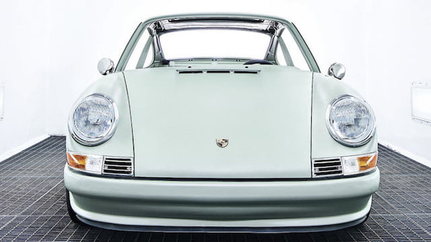VOITURES EXTRAVERT IS CONVERTING VINTAGE PORSCHE 911S INTO ALL-ELECTRIC CARS