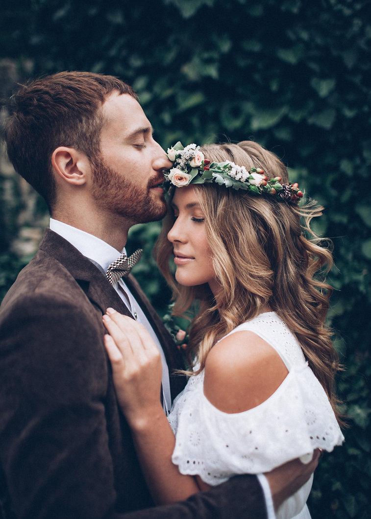 Beautiful wedding couple kissing.jpg