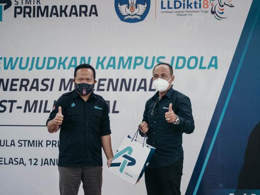 "Prof Dasi Astawa berbagi ""Kampus Idola"" di STMIK Primakara"