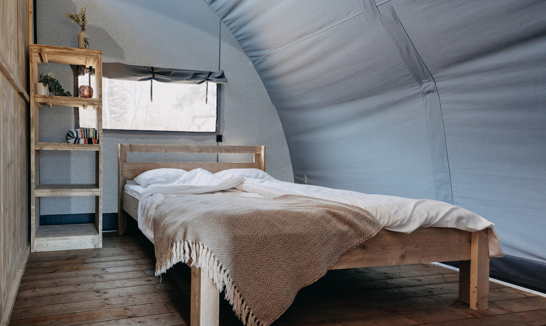 panorama-glamp-outdoor-camp-masterbedroo