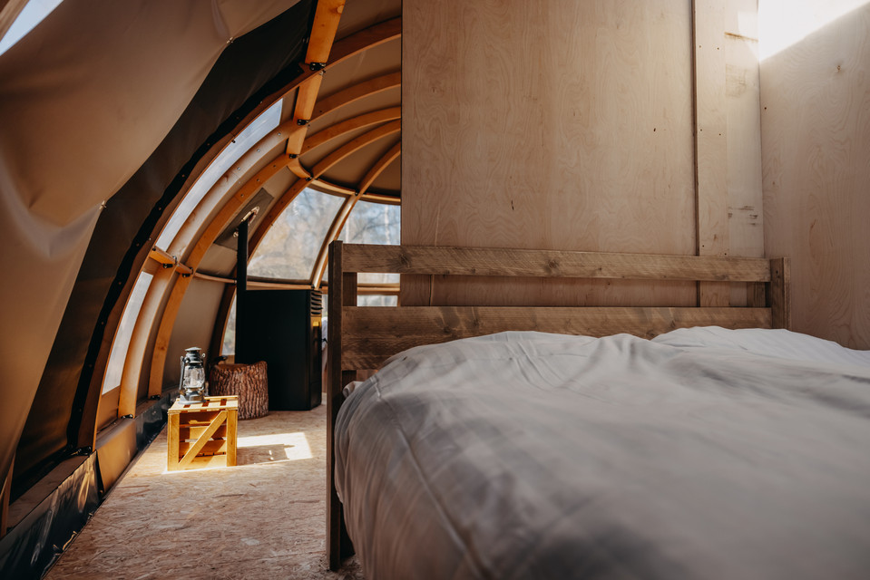 bed-panorama-glamping-glamp-outdoor-camp
