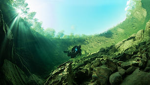 Kulpen i Plura, så klart vann at man ser hva som skjer på overflaten, foto Pekka Tuuri.jpg