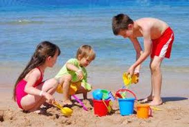 Los niños juegan felices en Las Pocitas