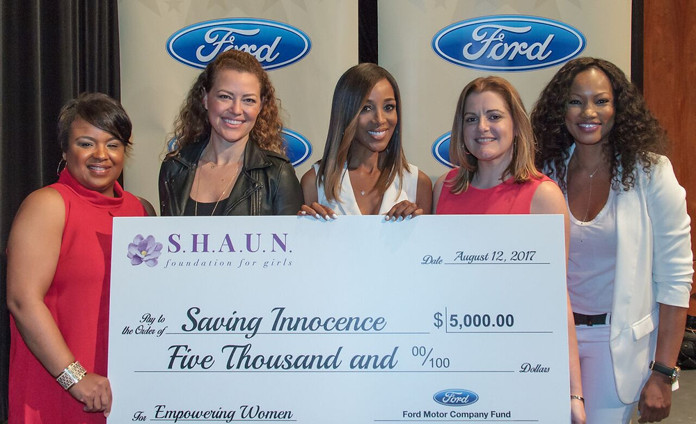 Shaun Robinson presented Kim Biddle of Saving Innocence with a $5,000 grant underwritten by Ford Motor Company Fund. From left, Danielle Rodriquez, Kim Biddle of Saving Innocence, Shaun Robinson, Yisel Cabera and Garcelle Beauvais.  Photo: Louis Kengi Carr