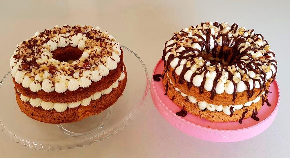 עוגות פסח ללא גלוטן עם קצפת אגוזים ושברי שוקולד