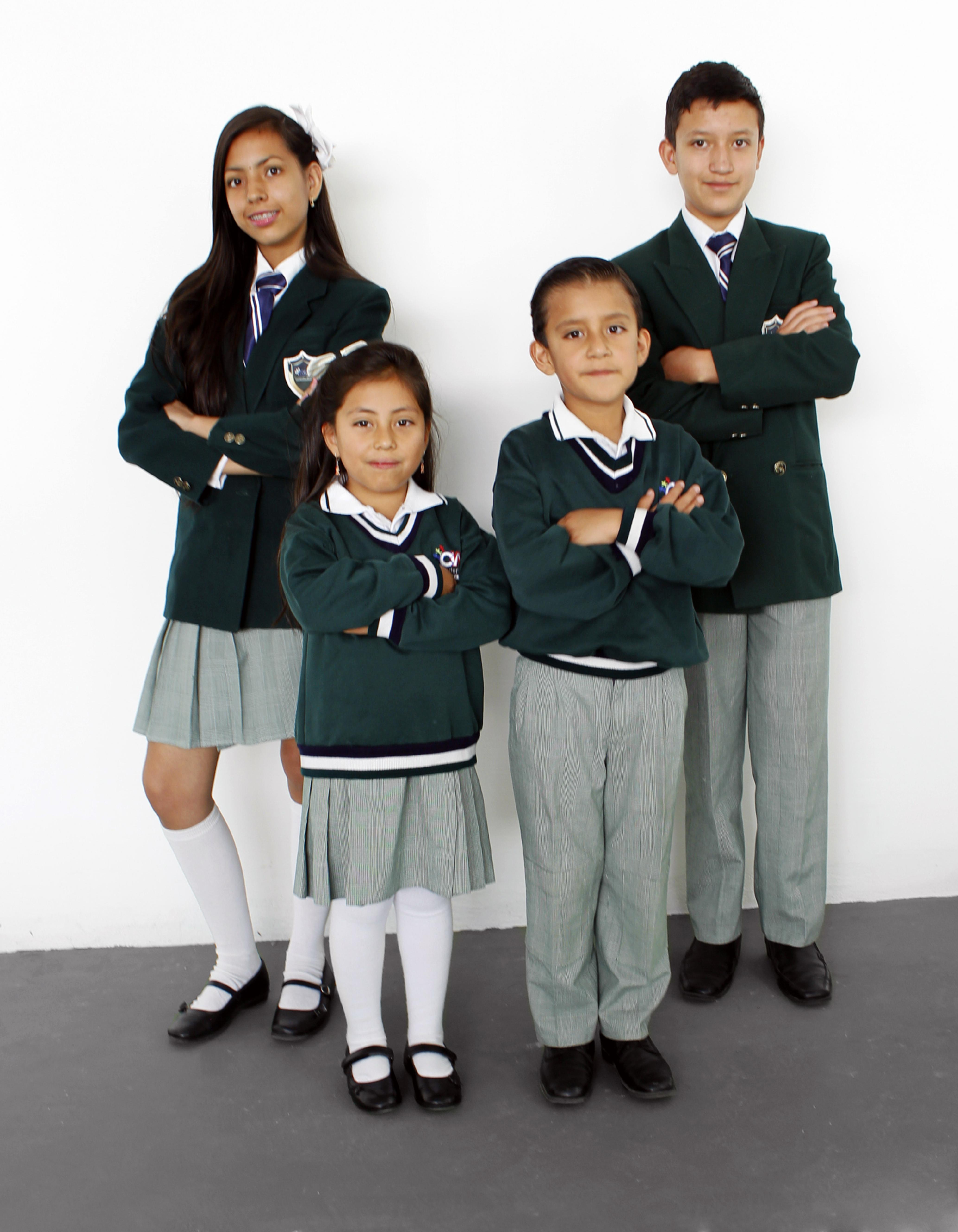 Uniformes Niños y Jóvenes