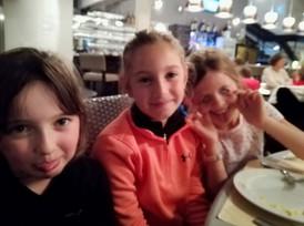 Repas Soir 1 filles Grimaces.jpg