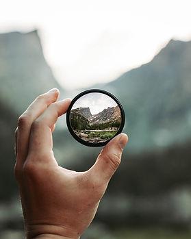 round-mirror-2853432.jpg