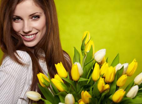 Поздравляем милых девушек с прекрасным весенним праздником!