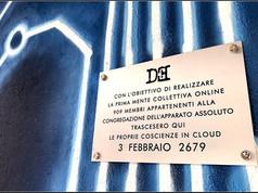 Targa 19, Anno 2679 - Padova (Quartiere Arcella)  CON L'OBIETTIVO DI REALIZZARE LA PRIMA MENTE COLLETTIVA ONLINE 909 MEMBRI APPARTENETI ALLA CONGREGAZIONE DELL'APPARATO ASSOLUTO TRASCESERO QUI LE PROPRIE COSCIENZE IN CLUOD  3 FEBBRAIO 2679  Murales a commisionato da ArcellaTown, Realizzazione Roberto Lotrecchiano (aka Mr. Lotre) & Teodoro Bungaro