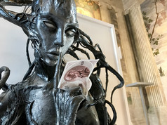 Ukron, il conio dall'anno 2504 con un'opera di Giorgio Finamore