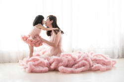 粉紅色裙母女合照