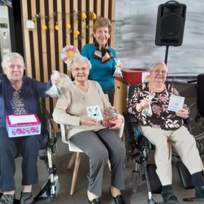 ACHL schenkt paaseitjes aan bewoners WZC Sint-Anna